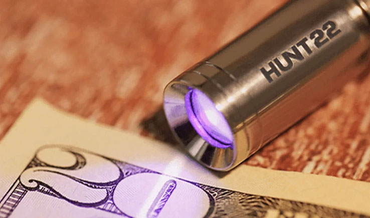 AMAZING ULTRA COMPACT UV FLASHLIGHT MEASURES LESS THAN AN INCH LONG- HUNT22 - GadgetAny